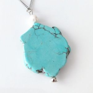 Jewelry - ONLY ONE! Raw turquoise howlite slice necklace